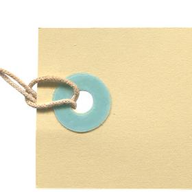 クリーム色のタグの無料素材のサムネイル画像